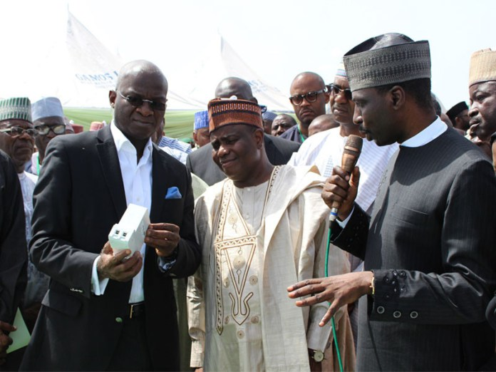 fashola-launches-pre-paid-meters-in-sokoto