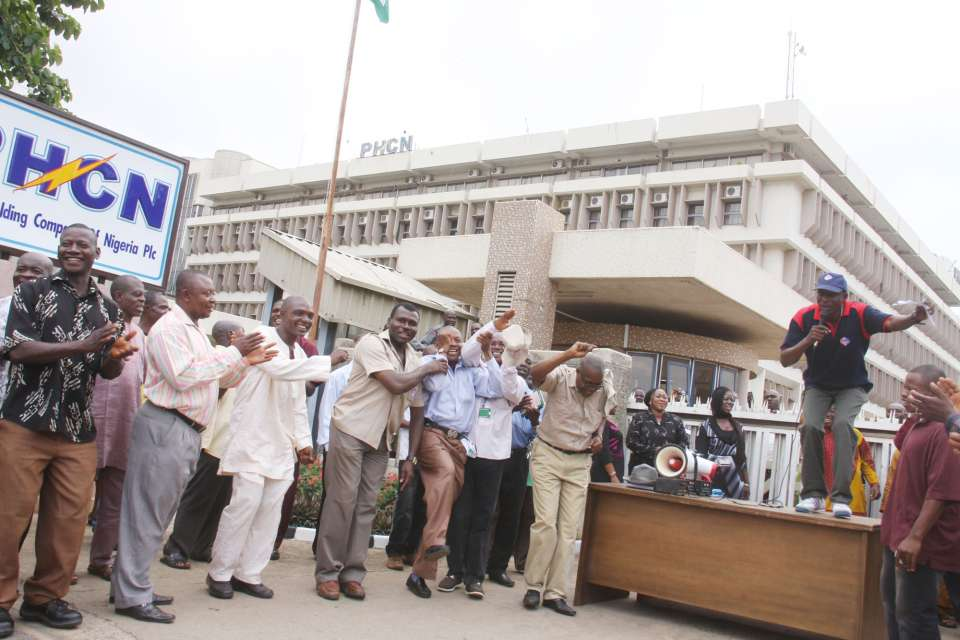 National-Union-of-Electricity-Employees-FCT-Branch-in-a-Prayer-protest-secession-10-