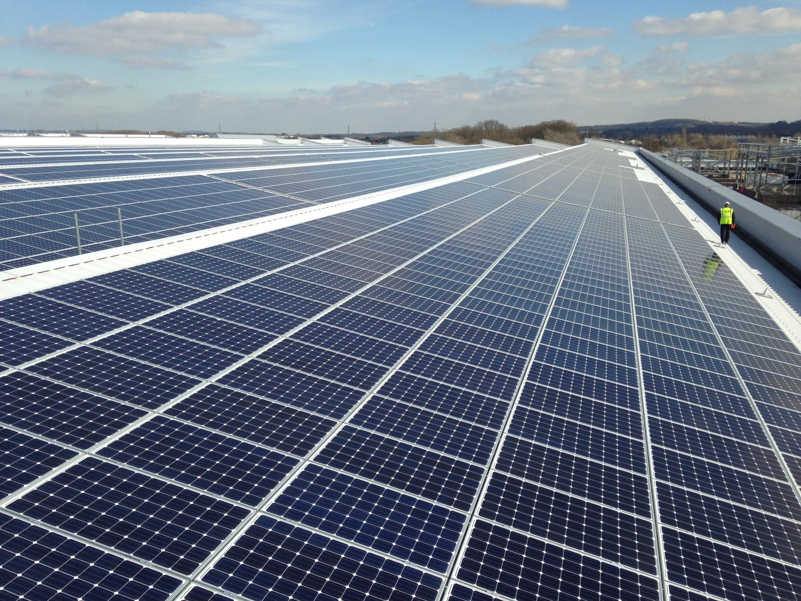 jaguar-land-rover-installs-uk-s-largest-rooftop-solar-panel-array-at-its-engine-manufacturing-centre