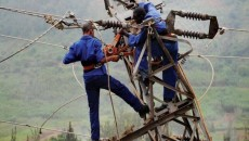 power-electricity-workers-690x450