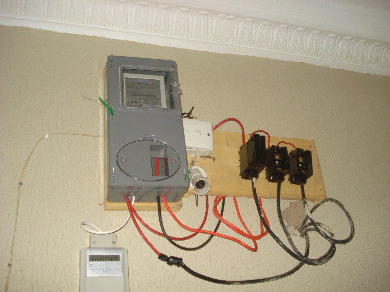 Prepaid electricity meters: a scheme that became a scam - Report